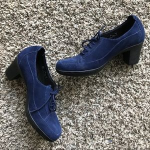 Clark's Navy Suede Oxford Leather Heels size 8